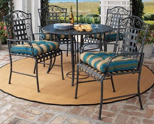 Comfortable outdoor dining set