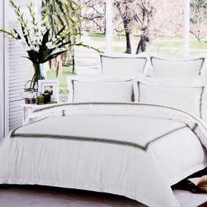 New trends in hotel bedding for Hotel style comforter