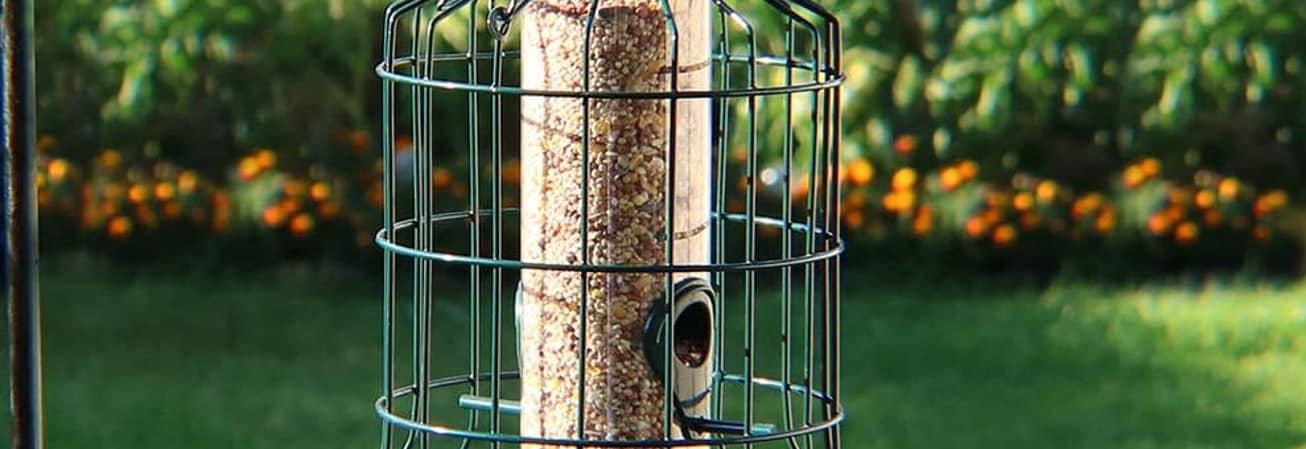 Wire birdfeeder
