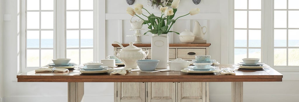 White and blue dinnerware set