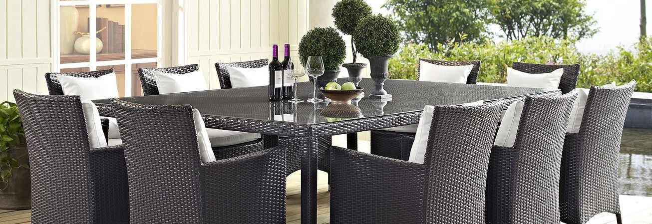 Outdoor Dining. Tables Guide