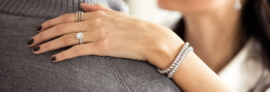 Bracelets | Find Great Jewelry Deals Shopping at Overstock