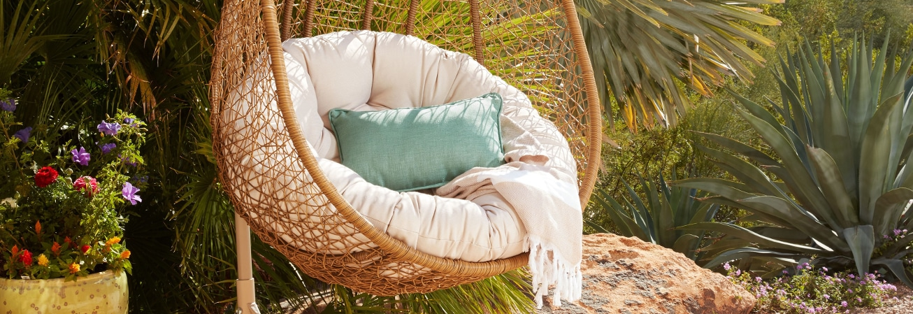 Types of Patio Hammocks & Swings