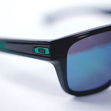 discount oakley sunglasses real  oakley logo presence & type