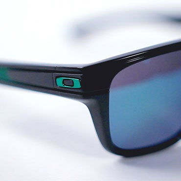 cheap oakley sunglasses are they real  oakley logo presence & type