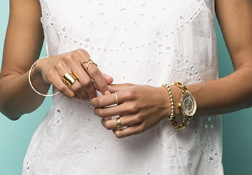 A women wearing jewelry, representing Valentine's Day Gifts for her