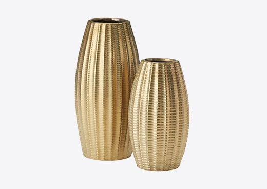 A pair of gold vases, a great gift to give for Valentine's Day