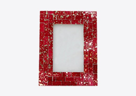 A red picture frame, a great gift to give for Valentine's Day