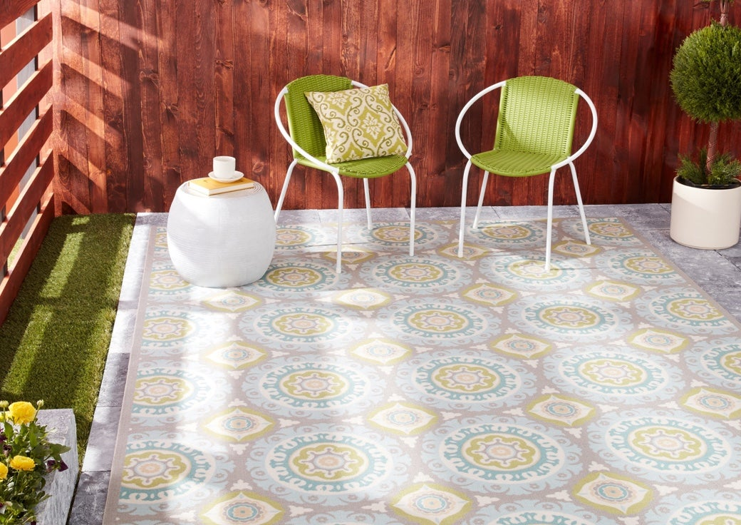 patterned outdoor rug