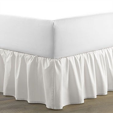 Gathered bed skirt in white