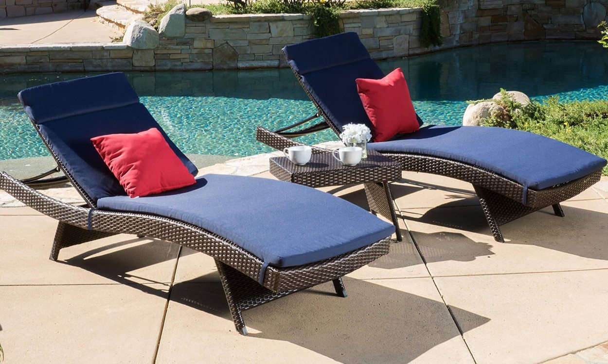 Top 5 Types Of Pool Furniture