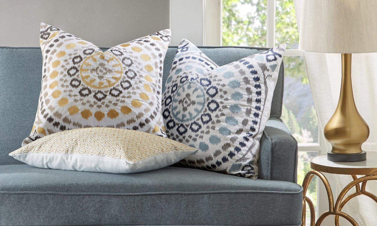 Large Off White Throw Pillows: How To Use Decorative Pillows In The Living Room