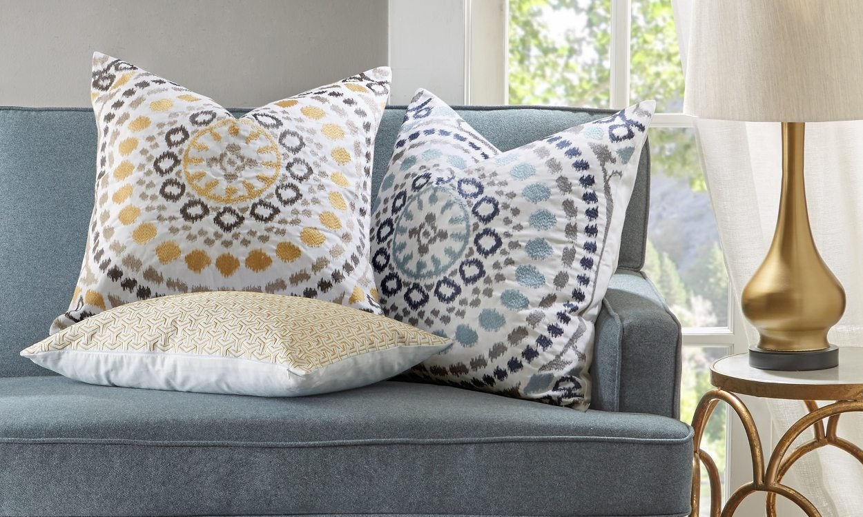 Make And Take Room In A Box Elizabeth Farm: How To Use Decorative Pillows In The Living Room