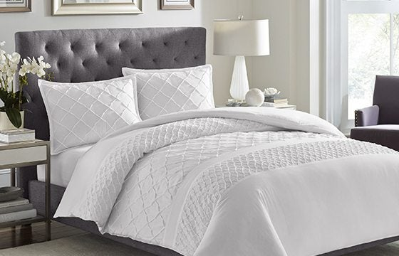 White ruffled bedding guest bedroom ideas