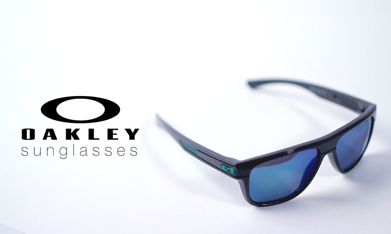 83de35ccec How to Tell if Oakley Sunglasses Are Real | Overstock.com
