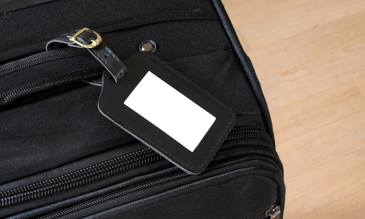 8108e9739f92 What Information to Put on Luggage Tags | Overstock.com