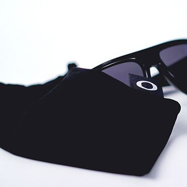 c85beeb9ff6 How to Tell if Oakley Sunglasses Are Real - Overstock.com