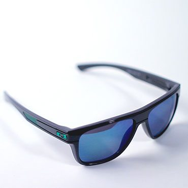 fcebf6f72 How to Tell if Oakley Sunglasses Are Real | Overstock.com