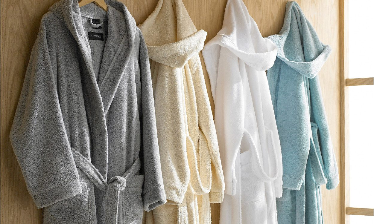 4c7c5ce4c7 Top 5 Reasons to Buy a Bathrobe - Overstock.com Tips   Ideas