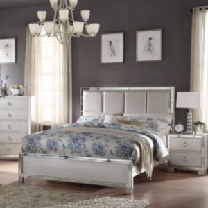 How to Arrange a Small Bedroom With Big Furniture | Overstock.com