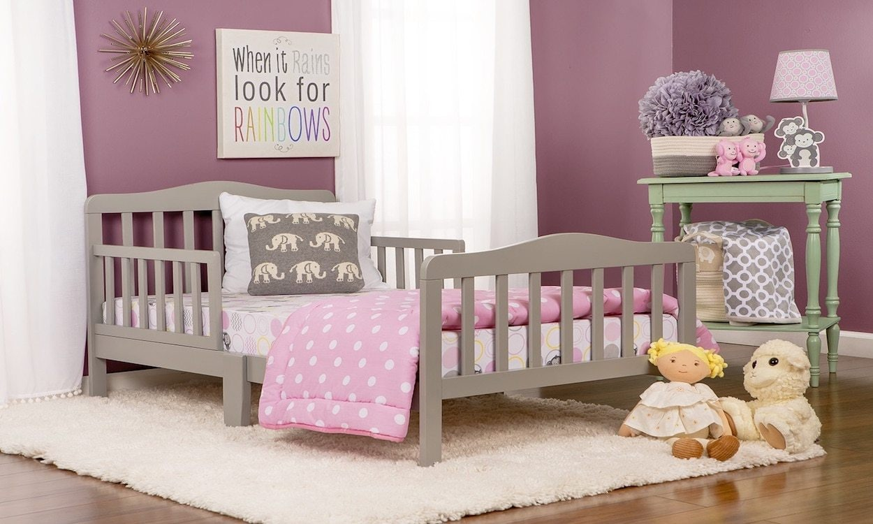 Toddler bed with pink bedding