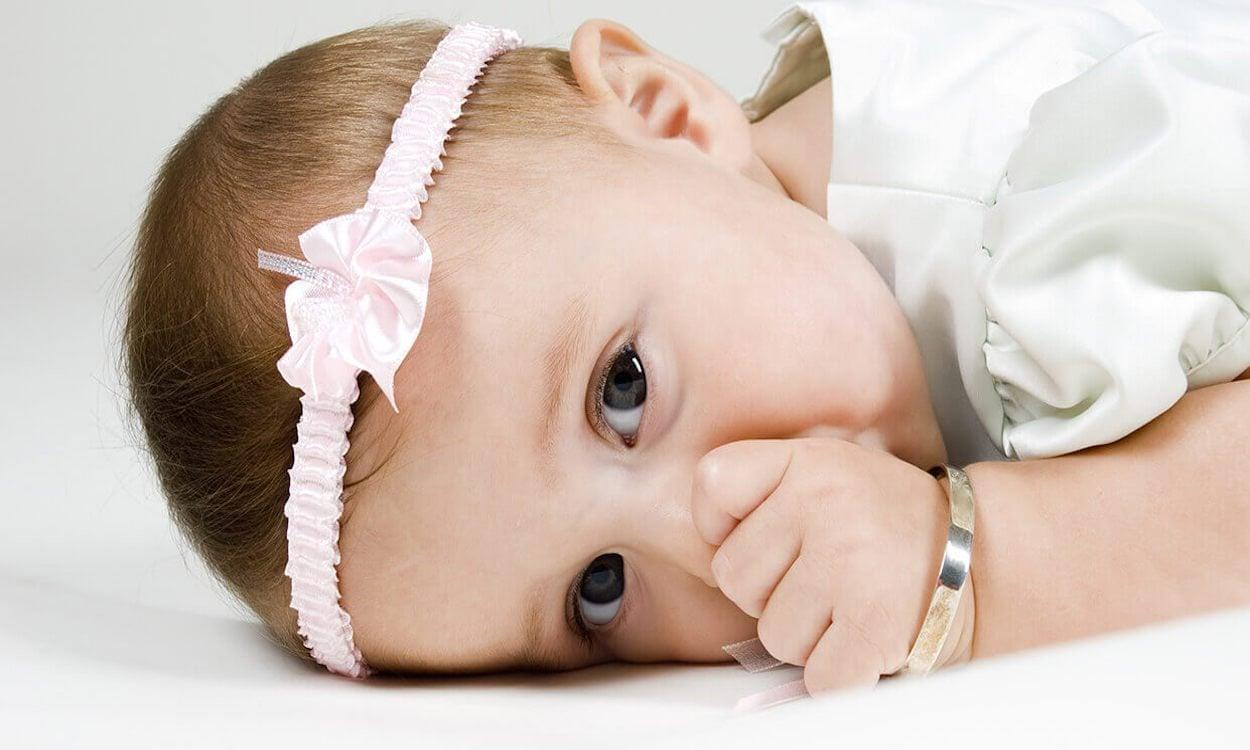 Baby with bracelet