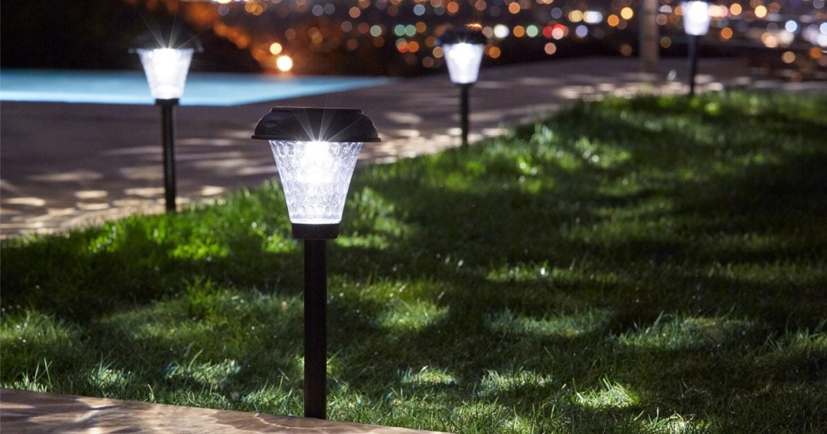 5 Frequently Asked Questions About Outdoor Solar Lighting