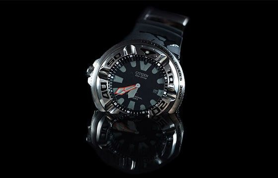 men's diving watch on black background Guide to Men's Watches