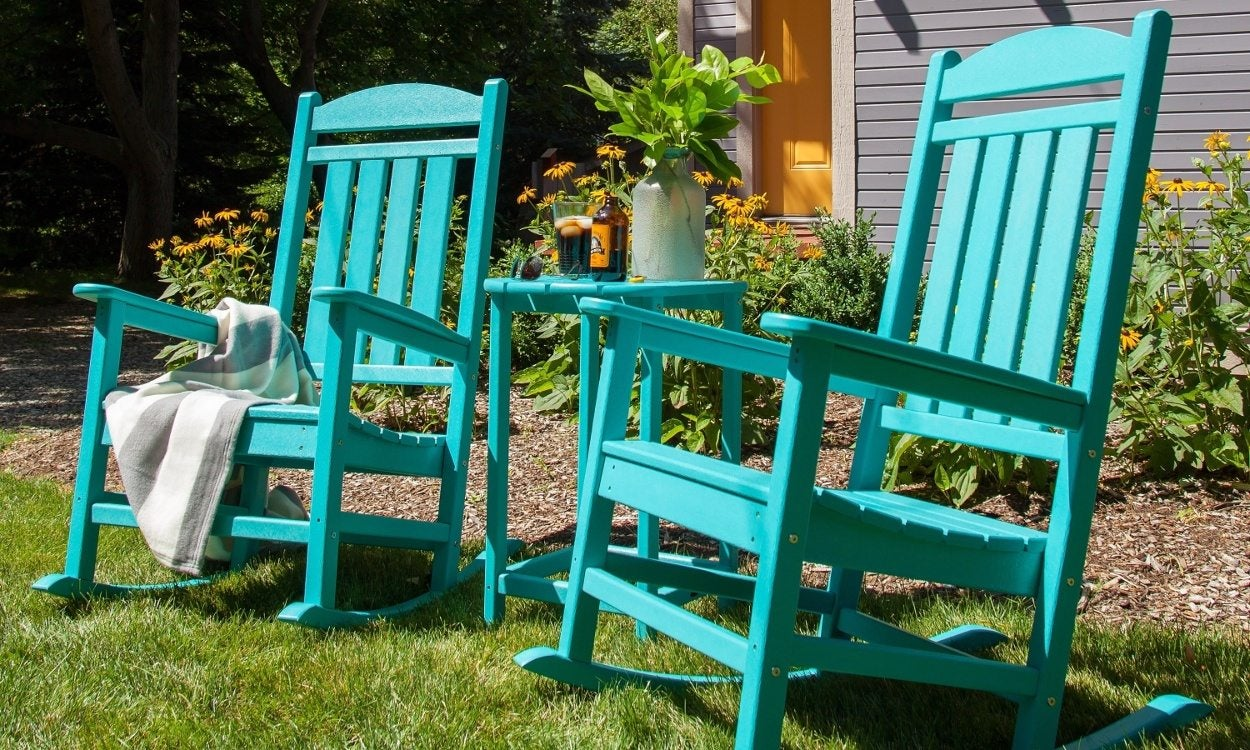 6 Easy Steps For Cleaning Your Plastic Lawn Chairs