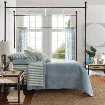Colonial style king size bed