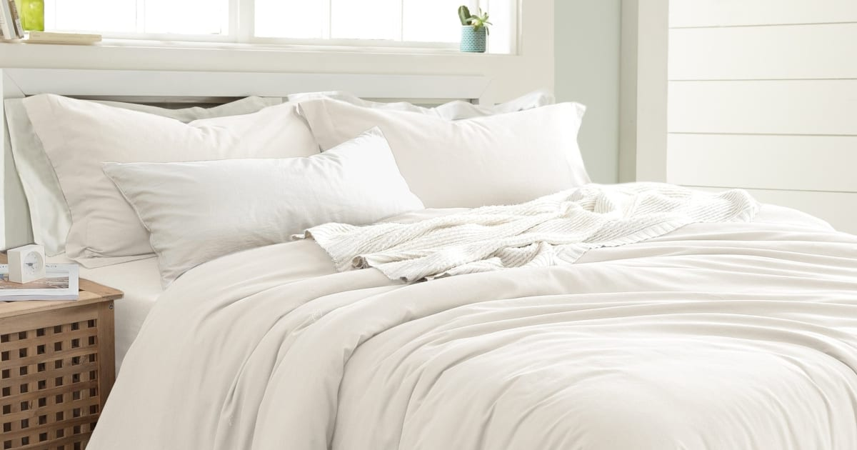 How To Buy A Good Down Comforter Overstock Com Tips Ideas