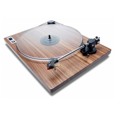 A record player, the perfect Mid-Century modern gift idea for Christmas