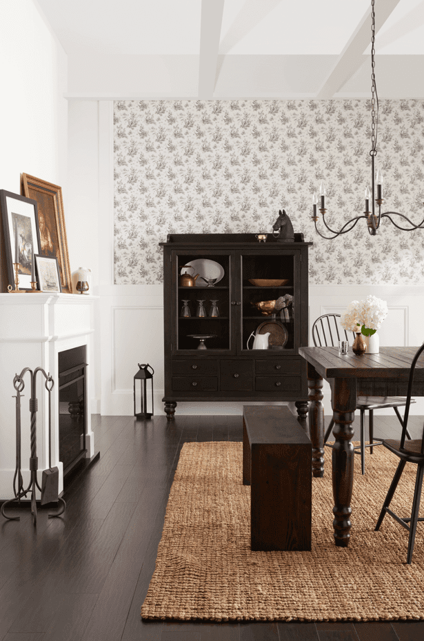 New England Style Dining Room