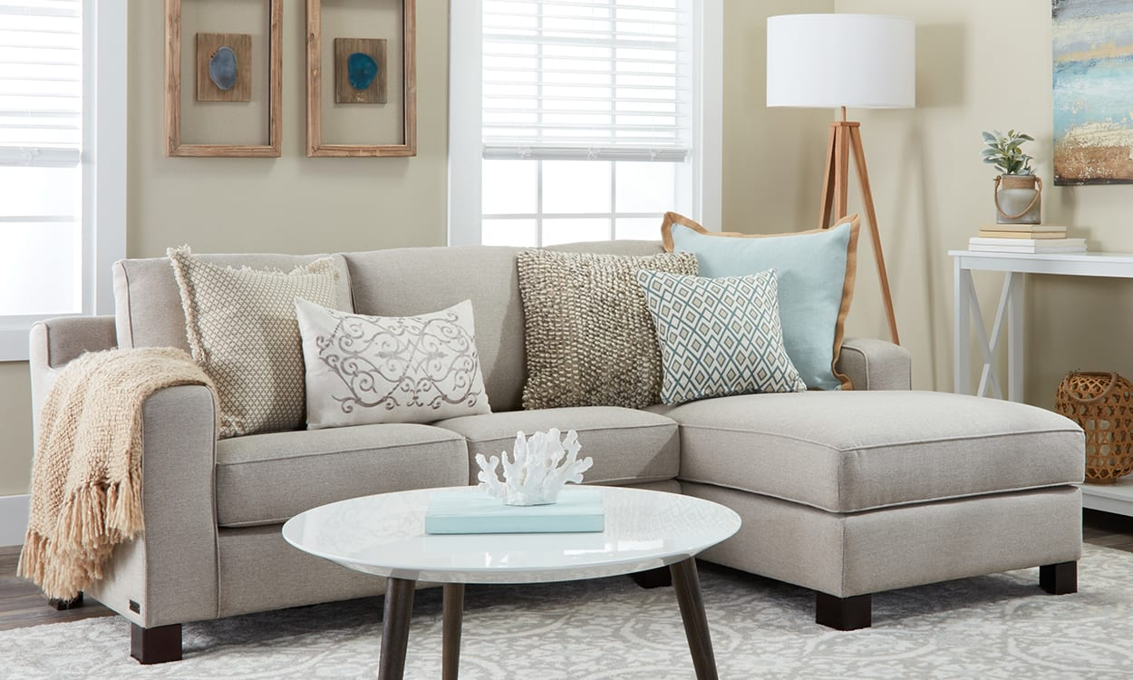 Coastal style living room, this is a very popular interior design style