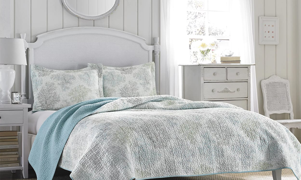 Shabby chic style bedroom, this is a very popular interior design style