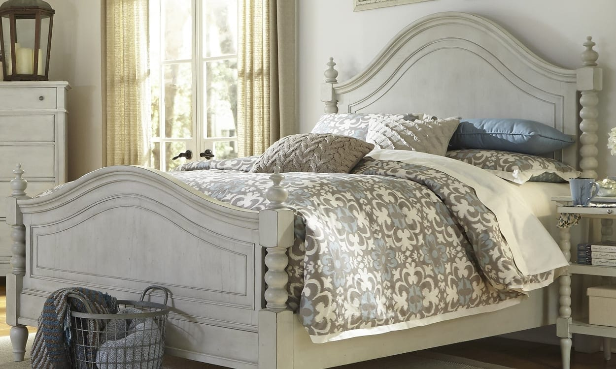 Shabby chic style bedroom, the perfect bedroom style for your home
