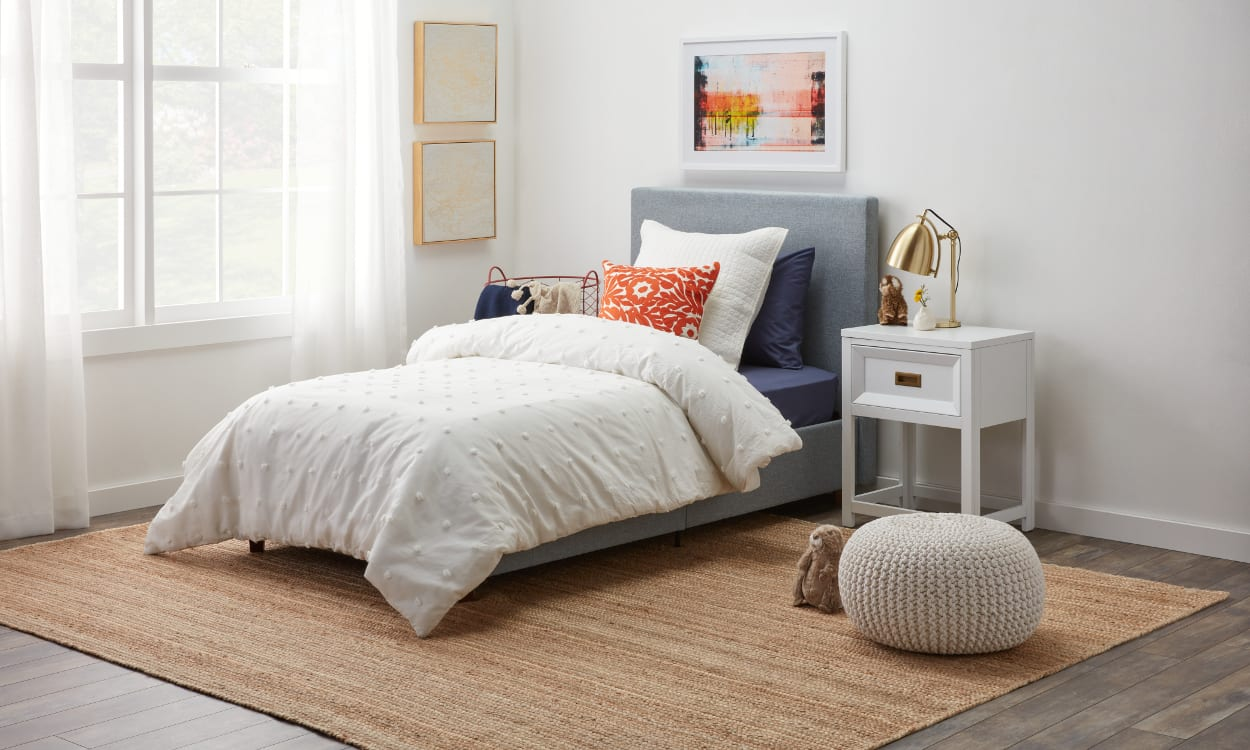 12 Ways To Arrange Pillows On A Bed Overstock Com