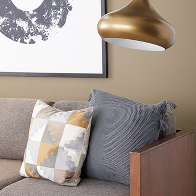 Astounding How To Arrange Sofa Pillows On Any Type Of Sofa Overstock Com Uwap Interior Chair Design Uwaporg