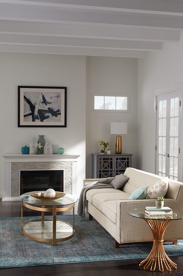 Arrangement of transitional style living room features.