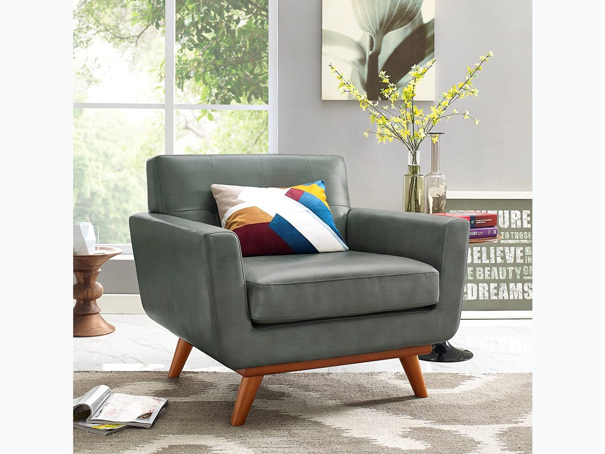 Accent chair with tapered legs