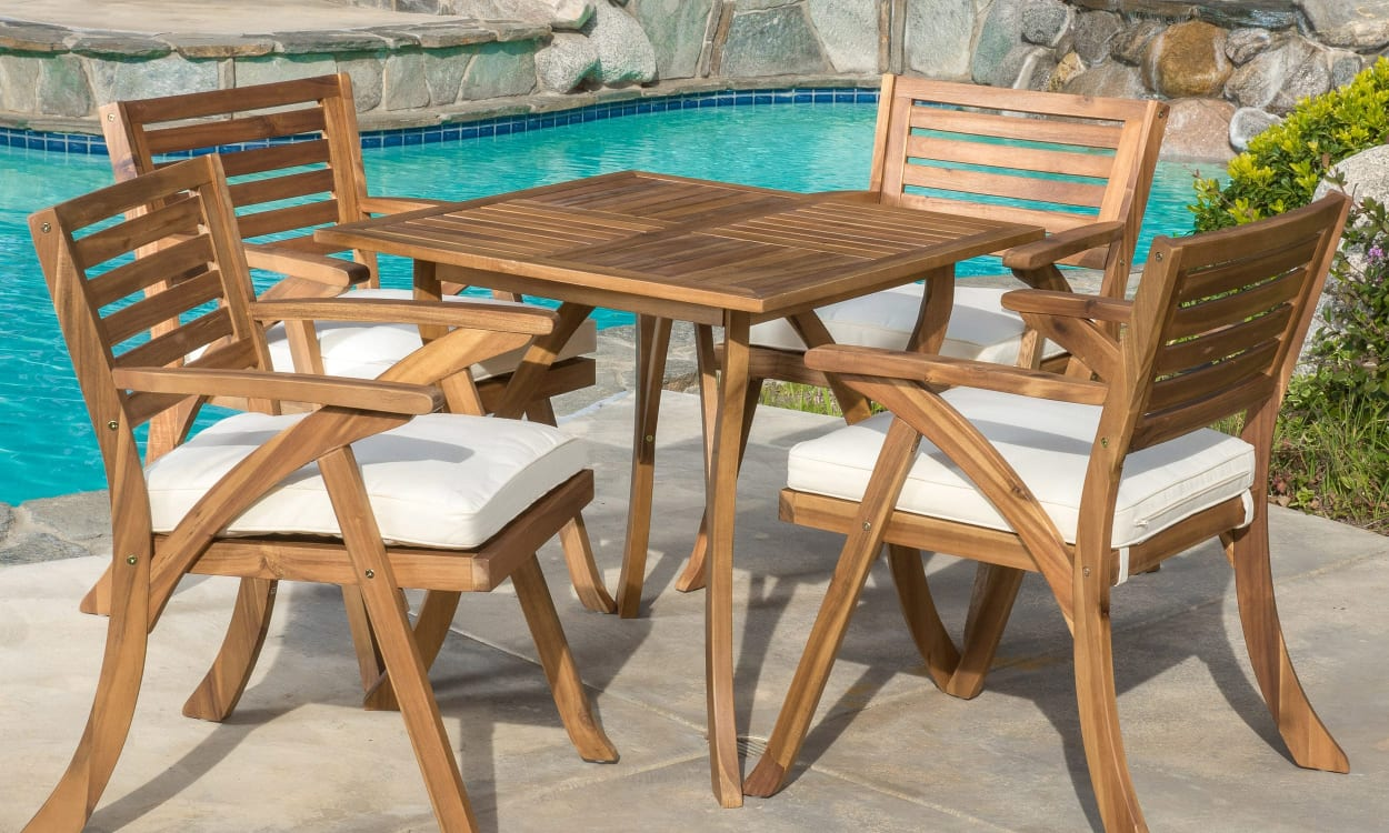 Outdoor acacia furniture