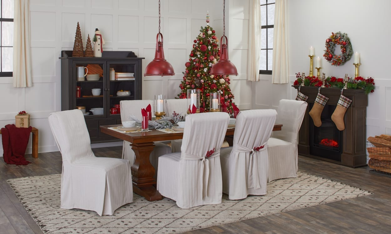 How to Host a Christmas Party at Home