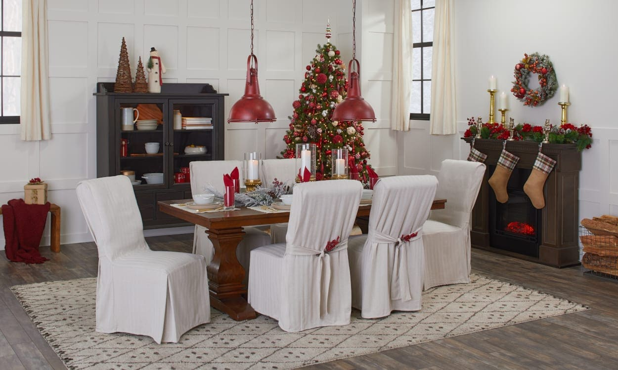 Traditional Christmas Decor in a Dining Room