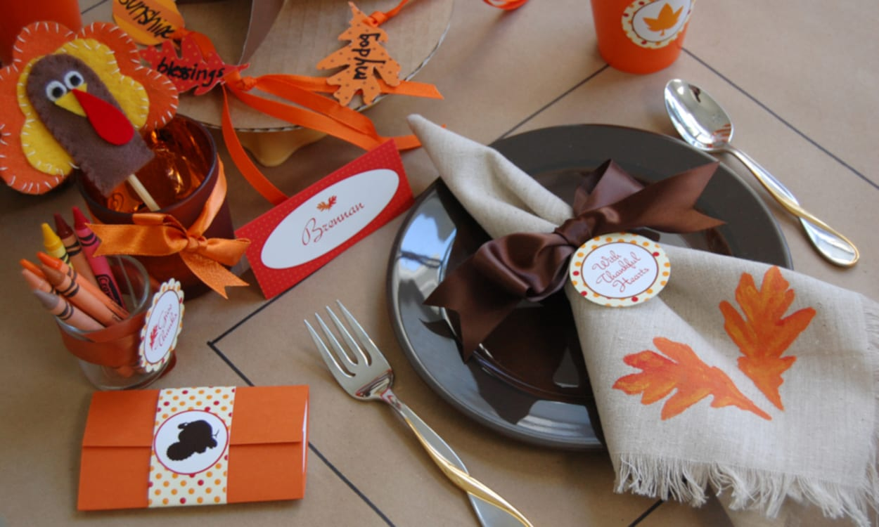 Thanksgiving Kids' Table Decorations and Ideas