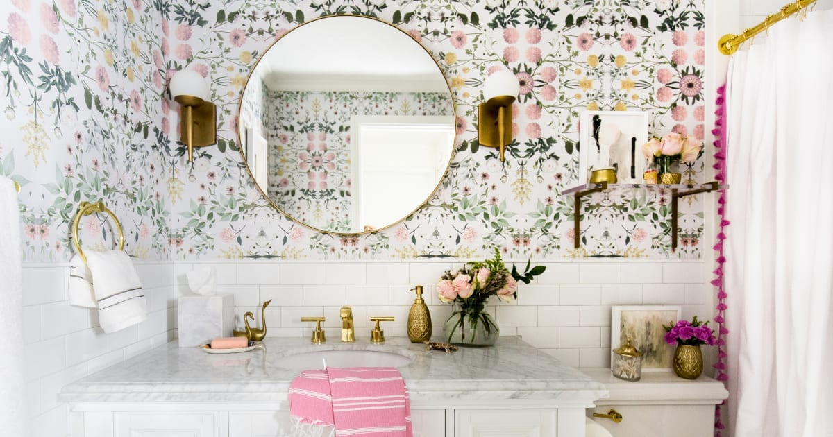 8 Simple Hacks For Making A Small Bathroom Look Ger