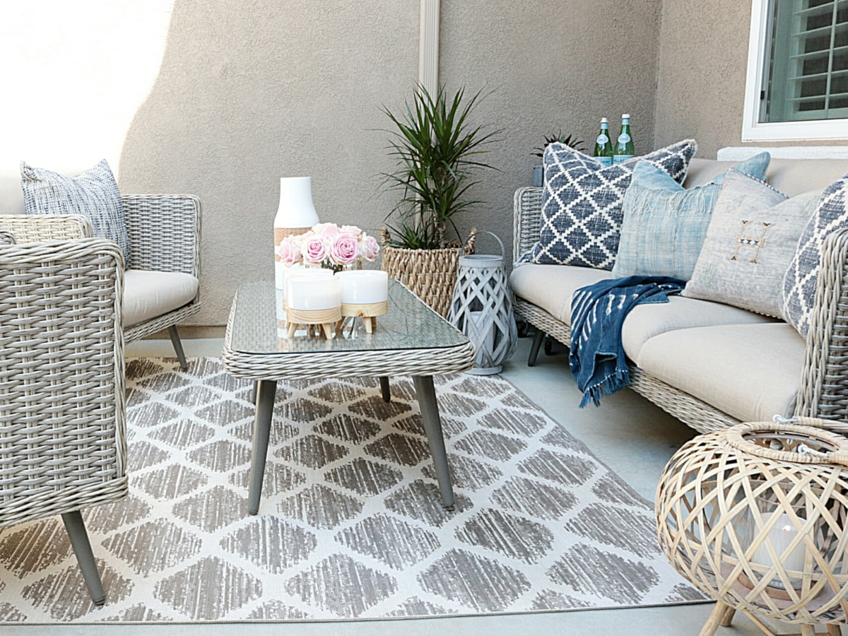 Patio decorated in a coastal style
