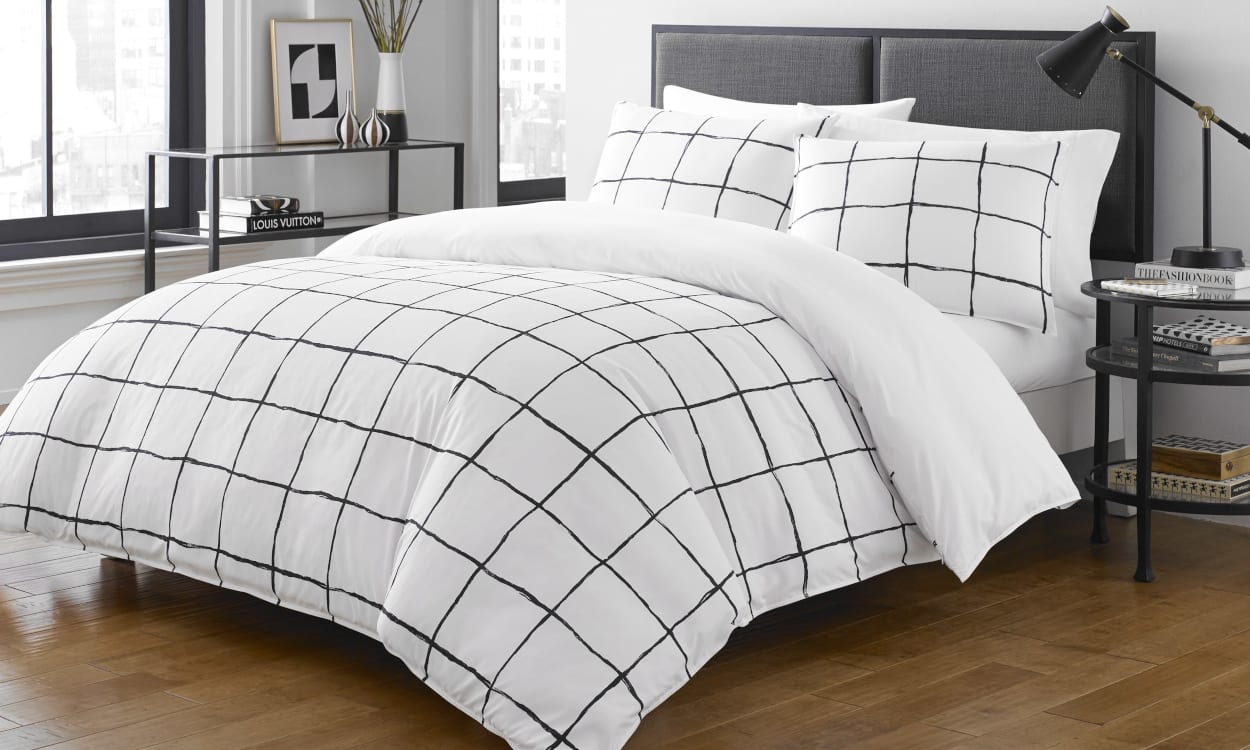 Black and White Home Decor Ideas: Mix Black and White With Simple Patterns