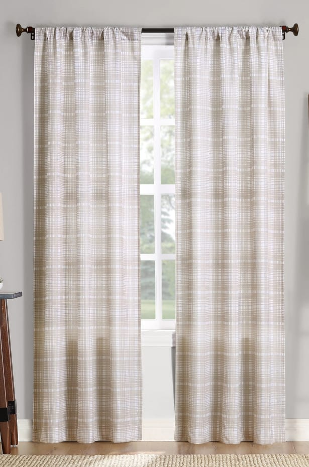 Curtain Styles: Use Rustic Patterned Curtains for Farmhouse Chic