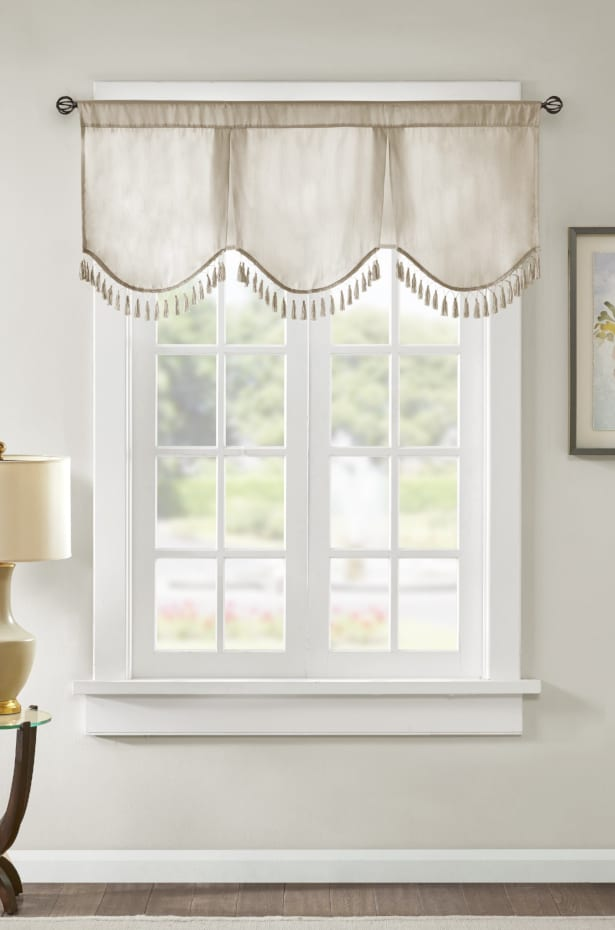 Curtain Styles: Add Drama With Scalloped Valances