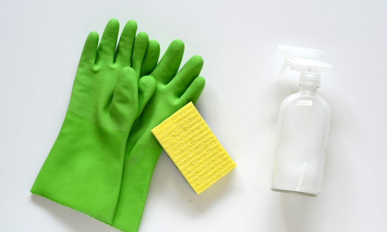 Vinegar solution for tough stains on memory foam mattresses